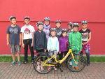 Radfahren auf dem Schulhof